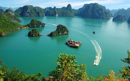 Tuan Chau International Port comes into operation